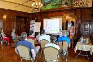 Sylvia Pietzko erklärt den Sinn von spielerischem Training - Serious Games